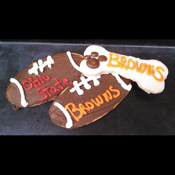 sldr-bakery-footballcookies1